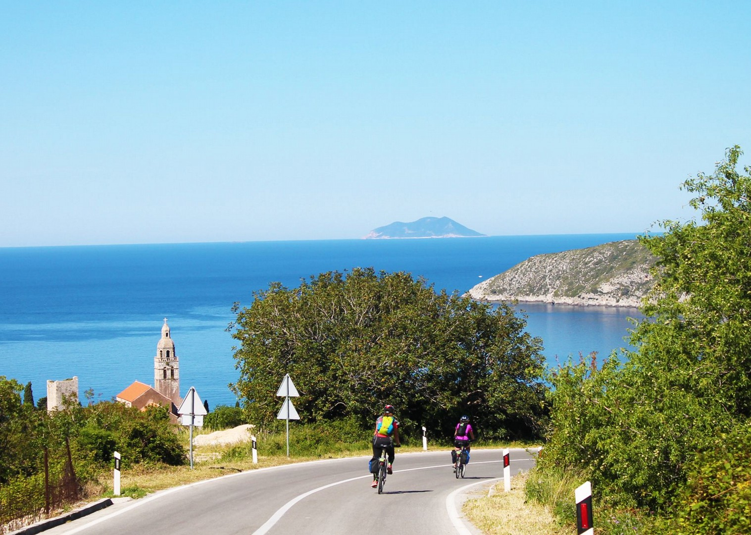 bask-in-the-artistic-peacefulness-of-stari-grad-croatia.jpg - Croatia - Southern Dalmatia - Bike and Boat Holiday - Leisure Cycling