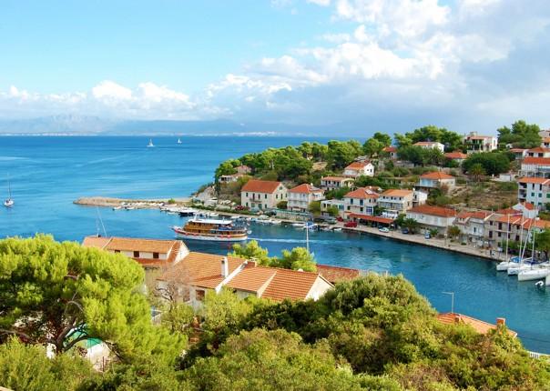cycle-along-dalmatian-coastline.jpg - Croatia - Dalmatian National Parks and Islands - Bike and Boat Holiday - Leisure Cycling