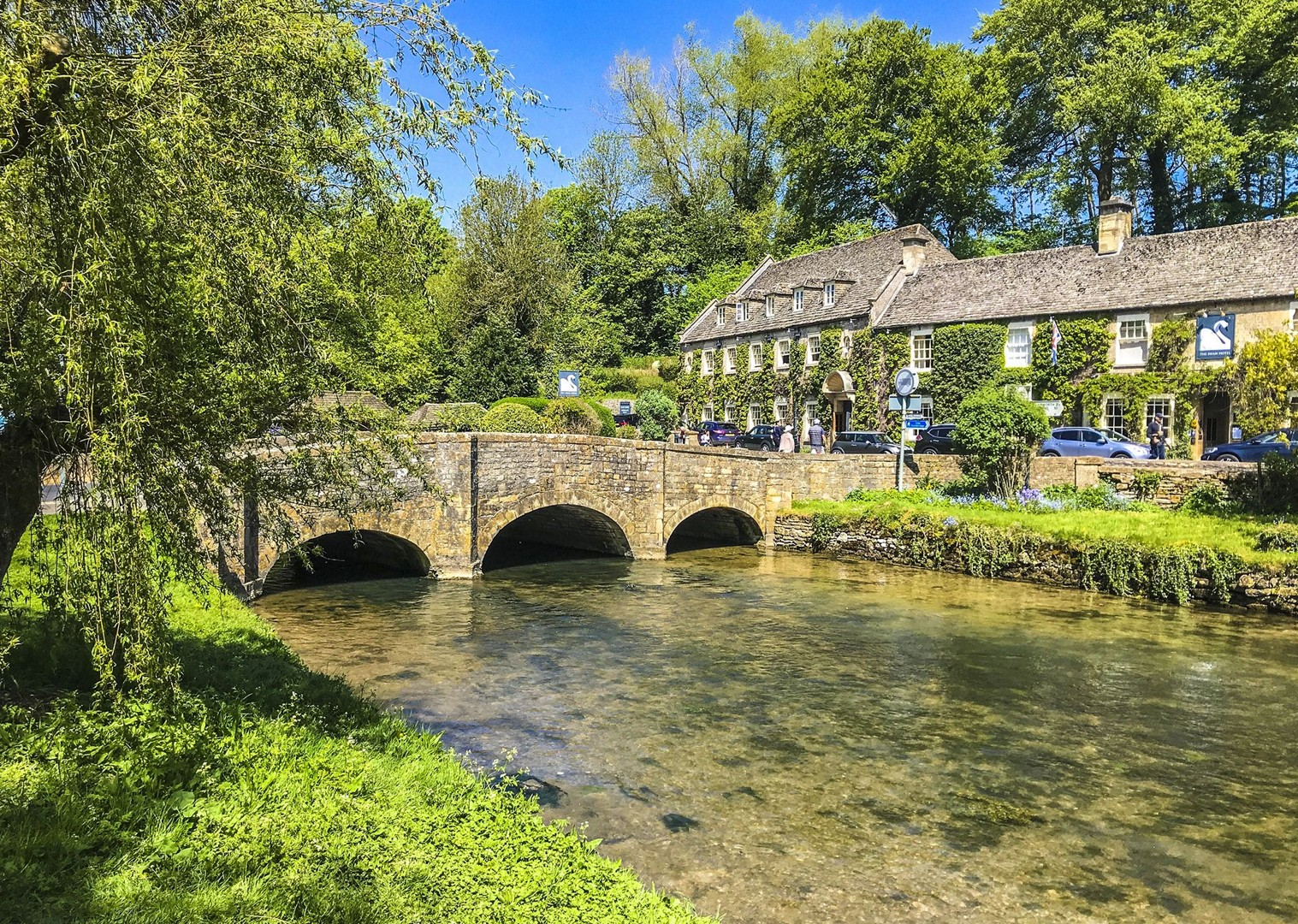 local-pubs-accommodations-cycling-leisure-countryside-quiet-roads-guided.jpg - UK - Cotswolds - Bourton-on-the-Water - Guided Leisure Cycling Holiday - Leisure Cycling