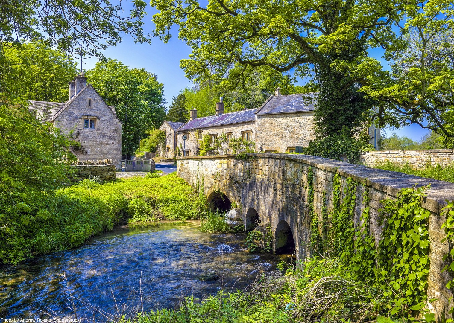 british-rivers-villages-cycling-bike-tour-uk-saddle-skedaddle-cotswolds-bourton.jpg - UK - Cotswolds - Bourton-on-the-Water - Guided Leisure Cycling Holiday - Leisure Cycling