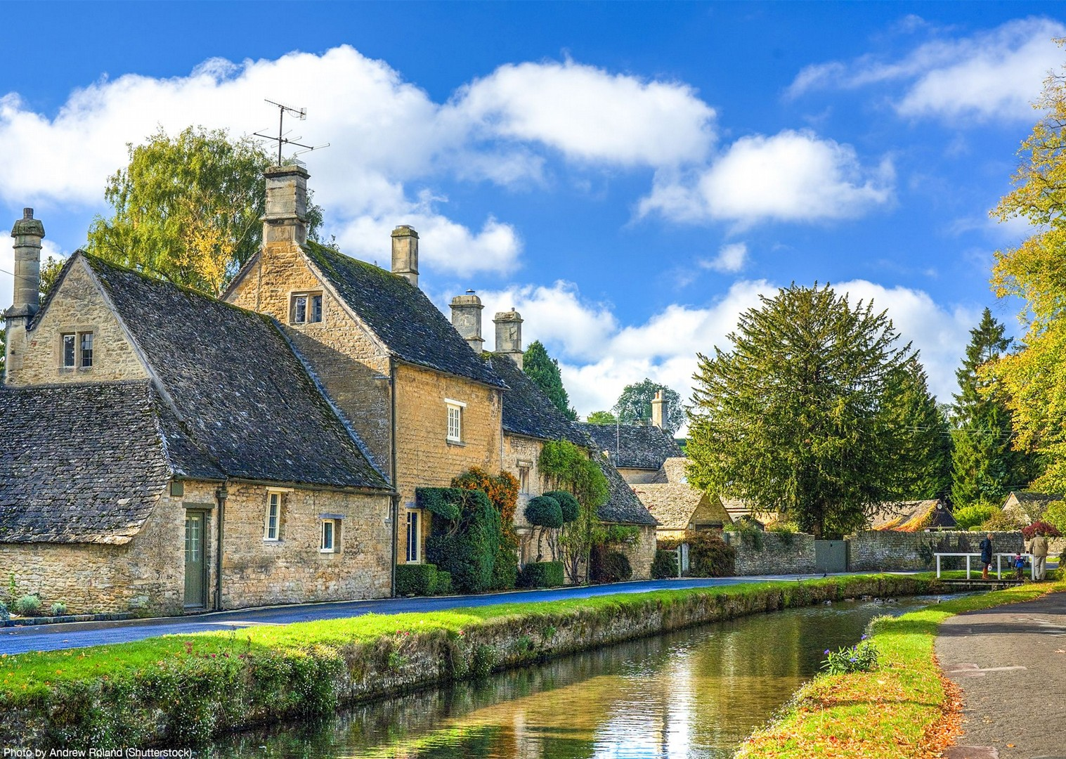 bibury-loop-cotswolds-bike-holiday-tour-saddle-skedaddle.jpg - UK - Cotswolds - Bourton-on-the-Water - Guided Leisure Cycling Holiday - Leisure Cycling