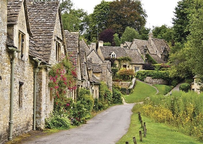 leisure-cycling-holiday-cotswolds-history.jpg - UK - Cotswolds - Bourton-on-the-Water - Self-Guided Leisure Cycling Holiday - Leisure Cycling
