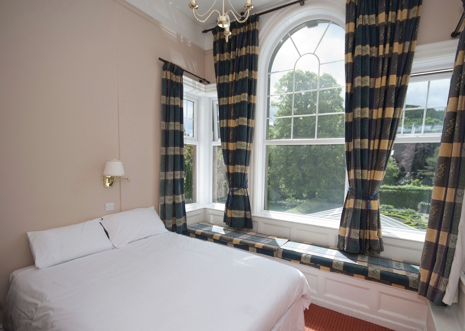 Derwentbank5.jpg - UK - Lake District - Derwent Water - Self-Guided Leisure Cycling Holiday - Leisure Cycling