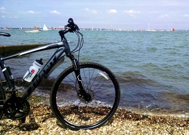 leisure-cycling-holiday-uk-isleofwight-coast.jpg - UK - Isle of Wight - Freshwater Bay - Guided Leisure Cycling - Leisure Cycling