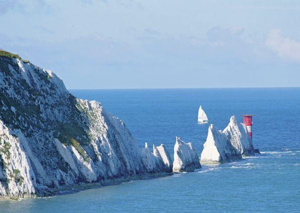 lesiure-cycling-holiday-uk-isleofwight-coast-view.jpg - UK - Isle of Wight - Freshwater Bay - Self-Guided Leisure Cycling - Leisure Cycling