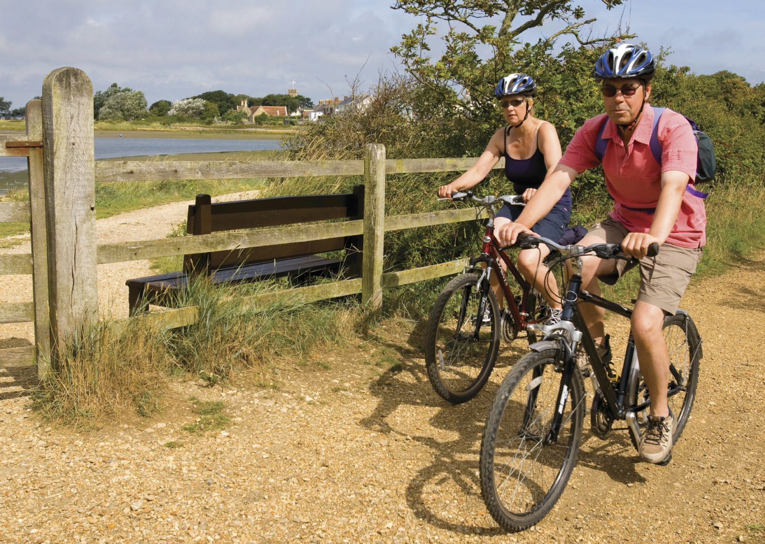 lesiure-cycling-holiday-uk-isleofwight-cyclists.jpg - UK - Isle of Wight - Freshwater Bay - Self-Guided Leisure Cycling Holiday - Leisure Cycling