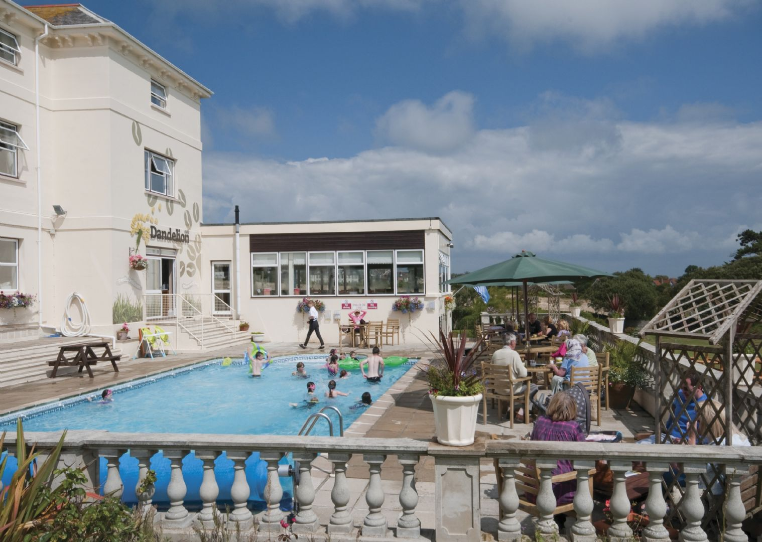 lesiure-cycling-holiday-uk-isleofwight-pool-view.jpg - UK - Isle of Wight - Freshwater Bay - Self-Guided Leisure Cycling Holiday - Leisure Cycling