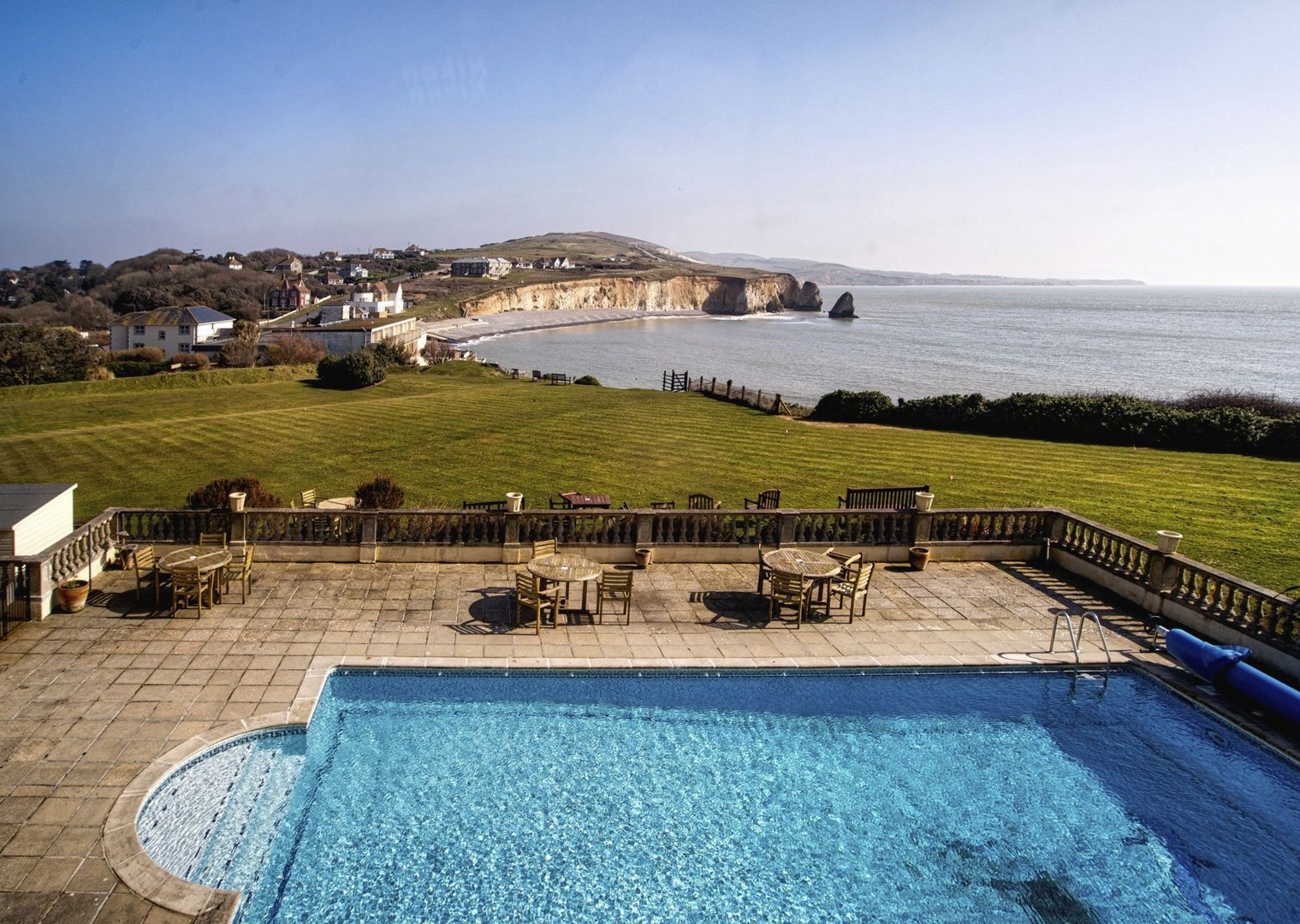 leisure-cycling-holiday-coast.jpg - UK - Isle of Wight - Freshwater Bay - Self-Guided Leisure Cycling Holiday - Leisure Cycling