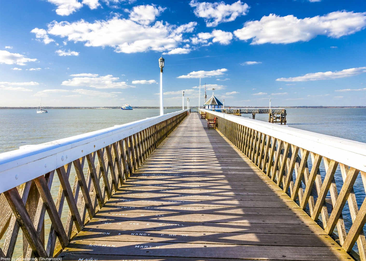 self-guided-tour-saddle-skedaddle-bike-hire-coast-island-uk.jpg - UK - Isle of Wight - Freshwater Bay - Self-Guided Leisure Cycling Holiday - Leisure Cycling