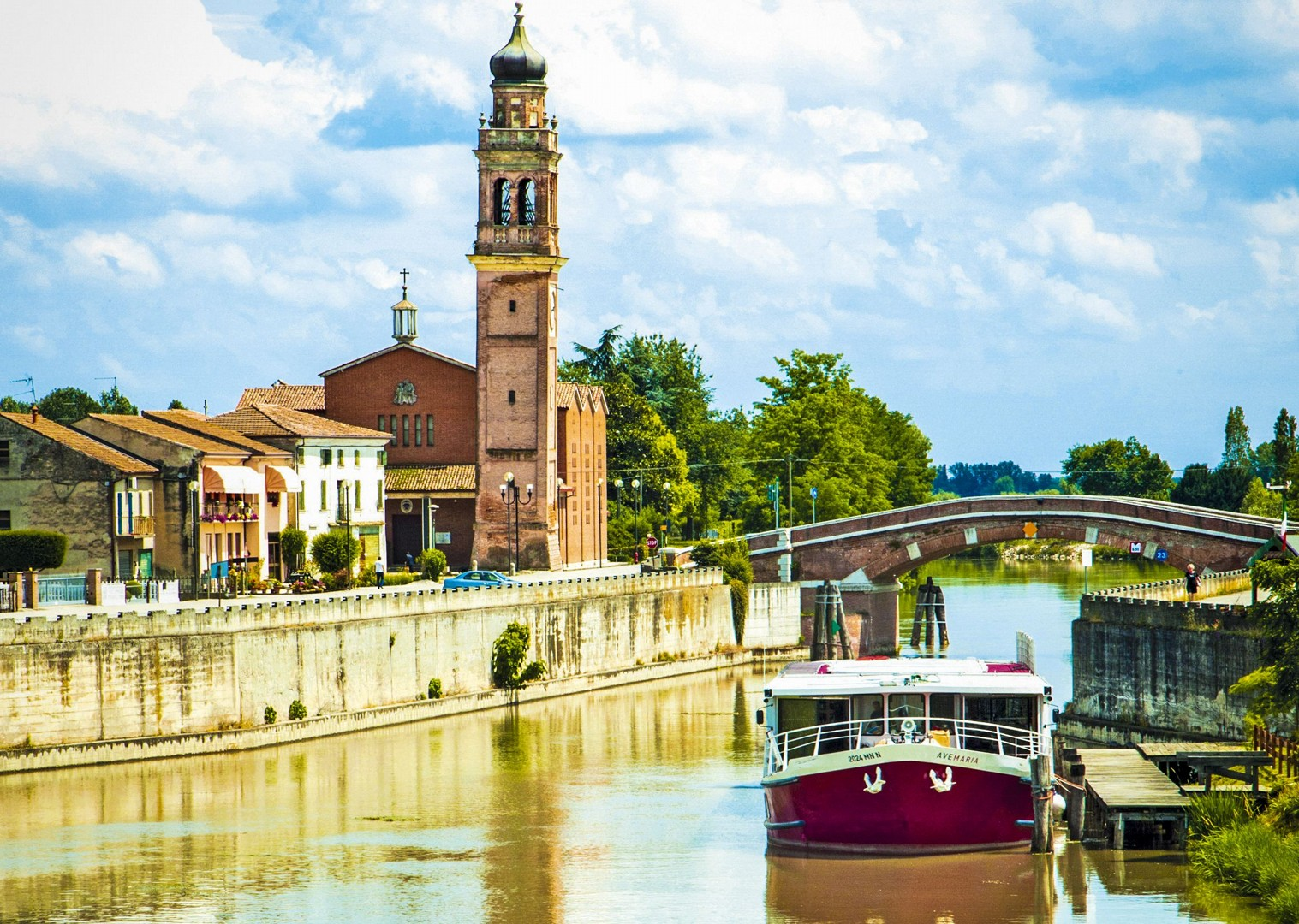 ave-maria-bike-and-boat-tour-modern-bright-accommodation-saddle-skedaddle.jpg - Italy - Venetian Waterways (Venice to Mantova) - Bike and Barge Holiday - Leisure Cycling
