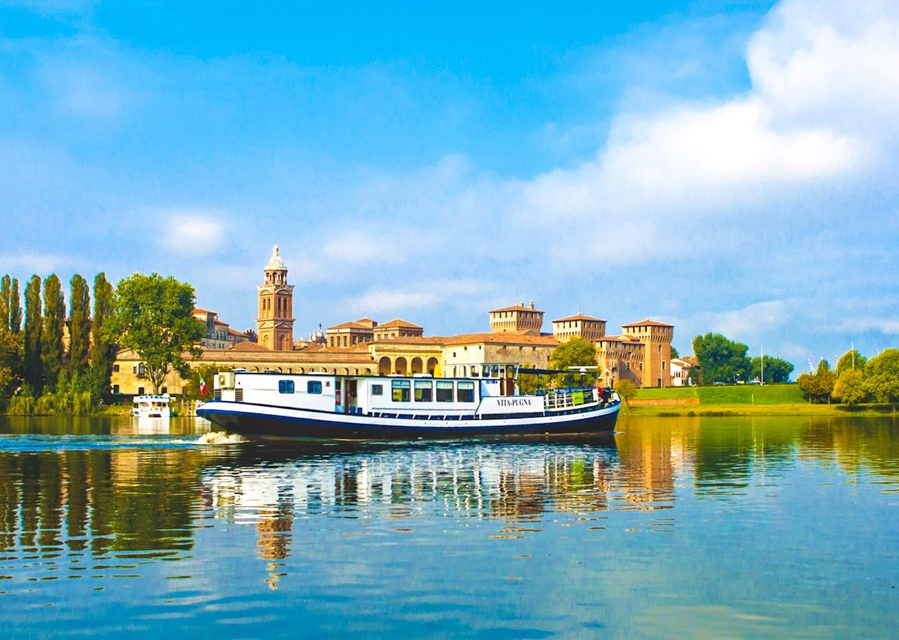 vita-pugna-cruise-boat-italy-mantova-cycling-tour-leisure-fun.jpg - Italy - Venetian Waterways (Venice to Mantova) - Bike and Barge Holiday - Leisure Cycling