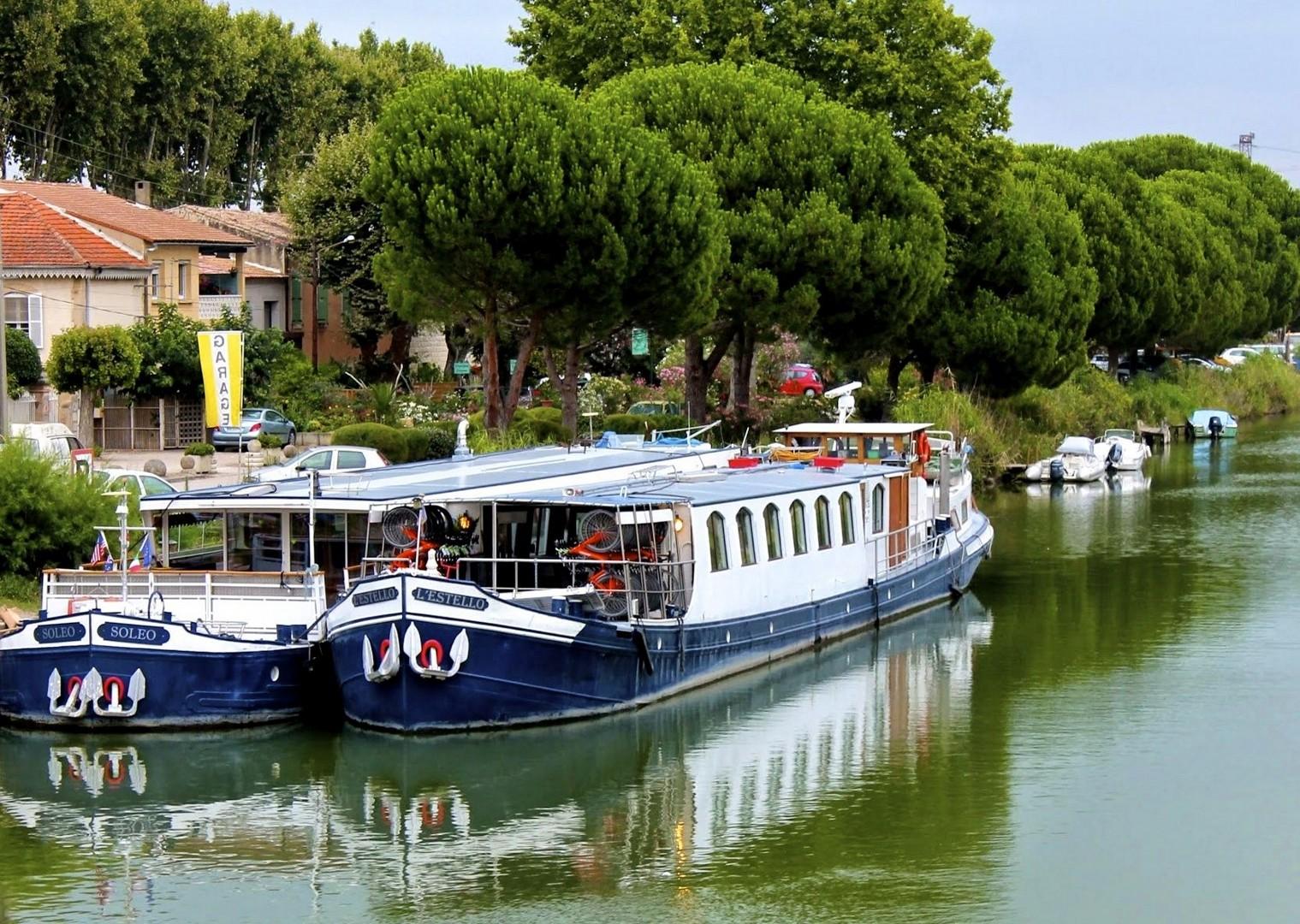 01-Estello e Soleo ad Aigues Mortes.jpg - France - Provence - Avignon to Aigues-Mortes - Bike and Barge Holiday - Leisure Cycling