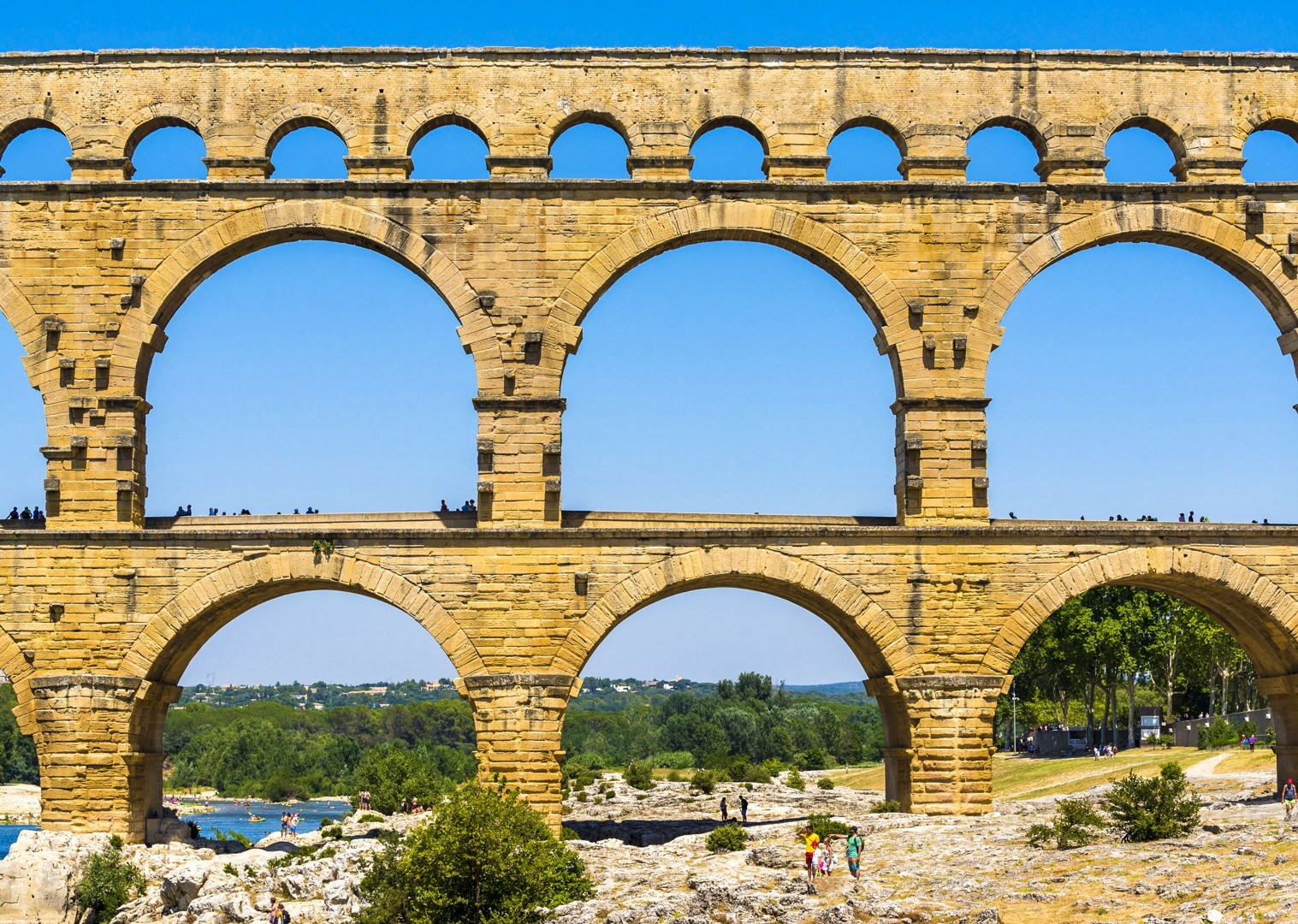 vers-pont-du-gard-france-cycling-holiday-saddle-skedaddle-cultural-fun.jpg - France - Provence - Avignon to Aigues-Mortes - Bike and Barge Holiday - Leisure Cycling