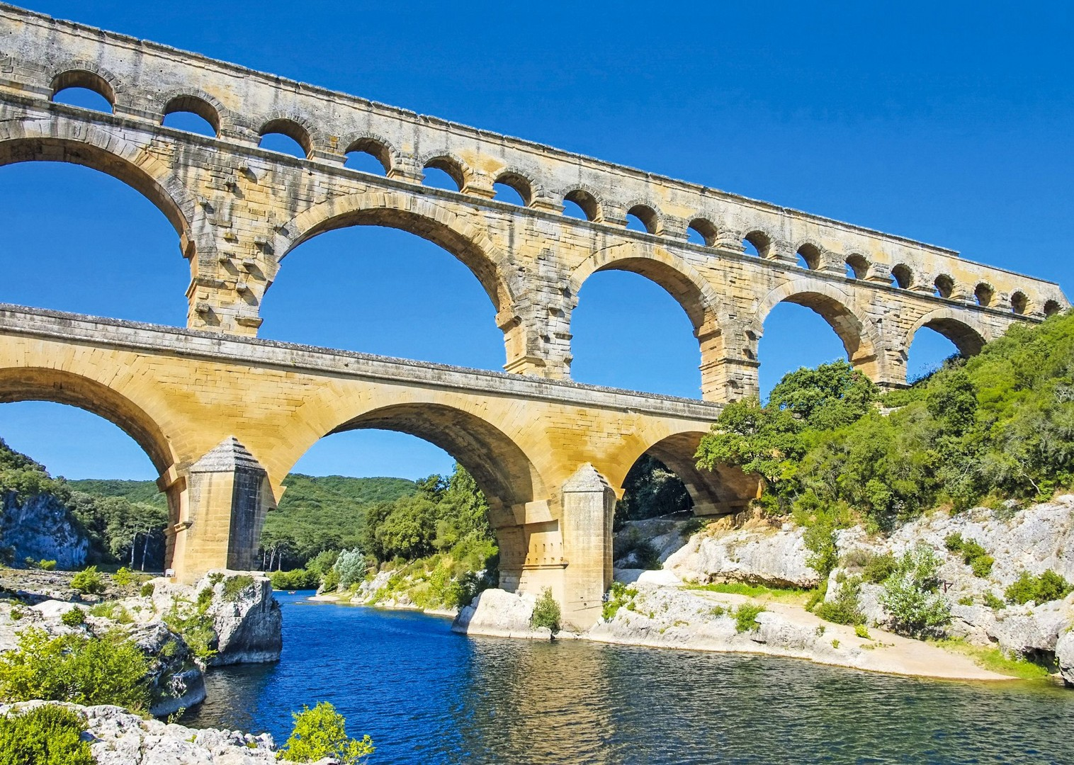 pont-du-gard-gardon-river-cycling-boat-cruise-holiday.jpg - France - Provence - Avignon to Aigues-Mortes - Bike and Barge Holiday - Leisure Cycling
