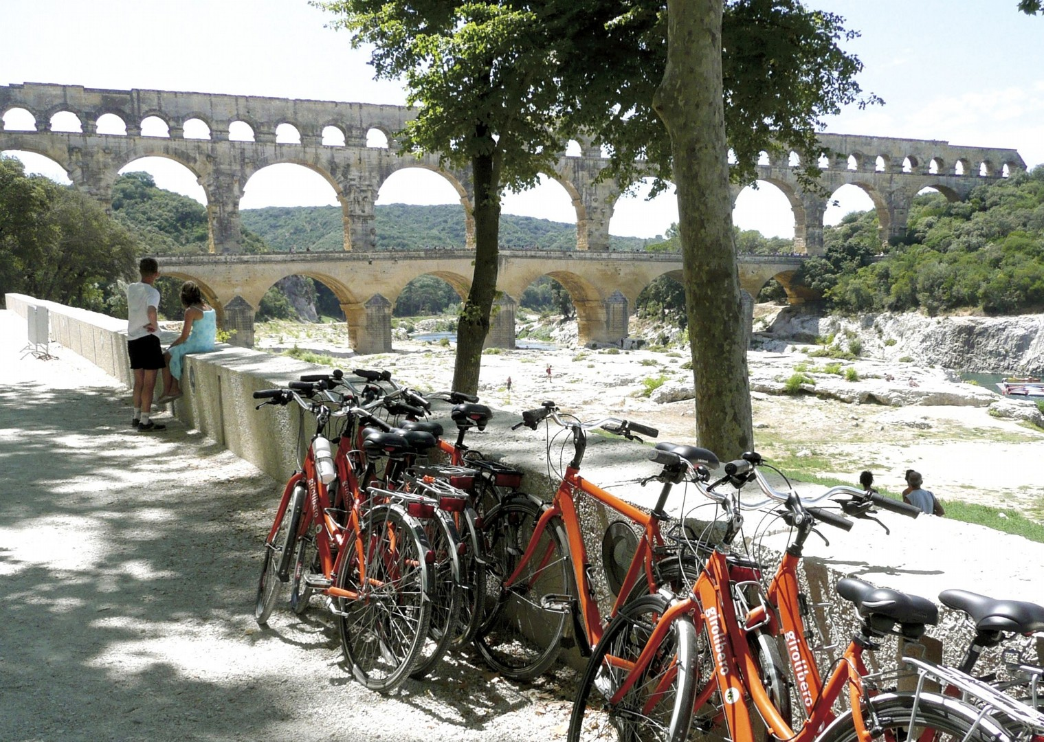 HFprovencecycling7.jpg - France - Provence - Aigues-Mortes to Avignon - Bike and Barge Holiday - Leisure Cycling