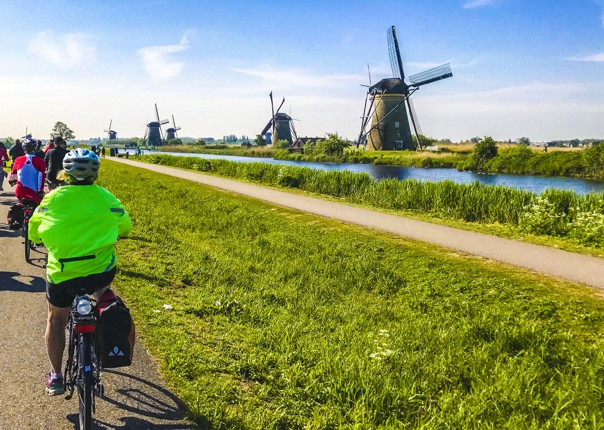 cycling-tour-holland-kinderdijk-17th-century-culture-boat-accommodation.jpg