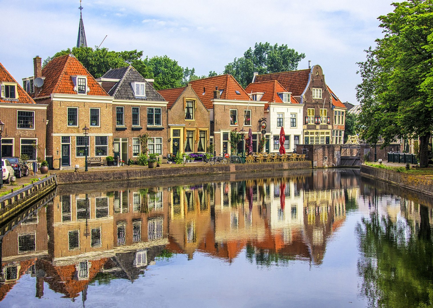 traditional-holland-and-belgium-houses-skedaddle-cycling-tour-boat.jpg - Holland and Belgium - Bruges to Amsterdam - Bike and Barge Holiday - Leisure Cycling