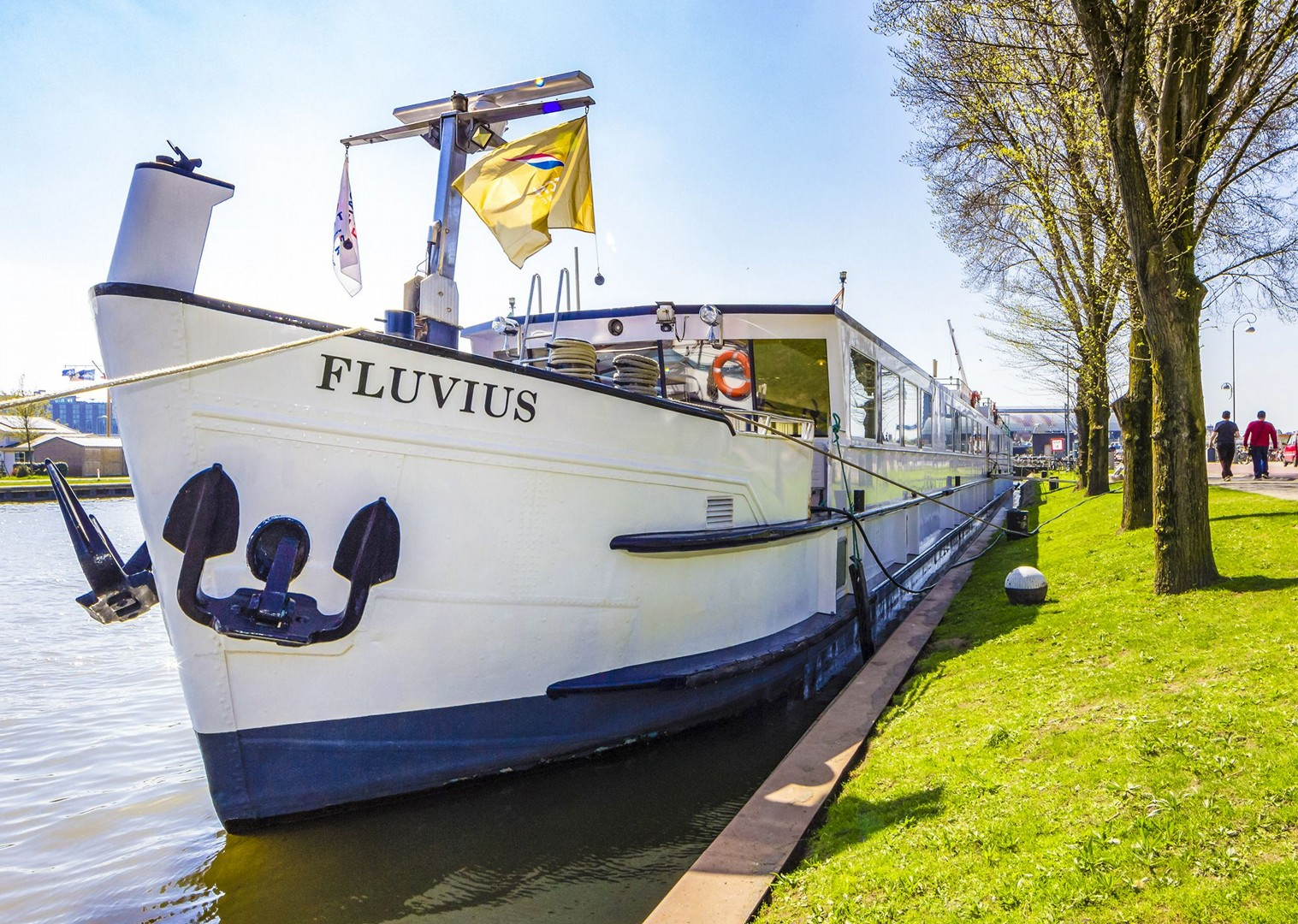 bike-and-barge-boat-tour-fluvius-culture-comfort-holland-and-belgium.jpg - Holland and Belgium - Bruges to Amsterdam - Bike and Barge Holiday - Leisure Cycling