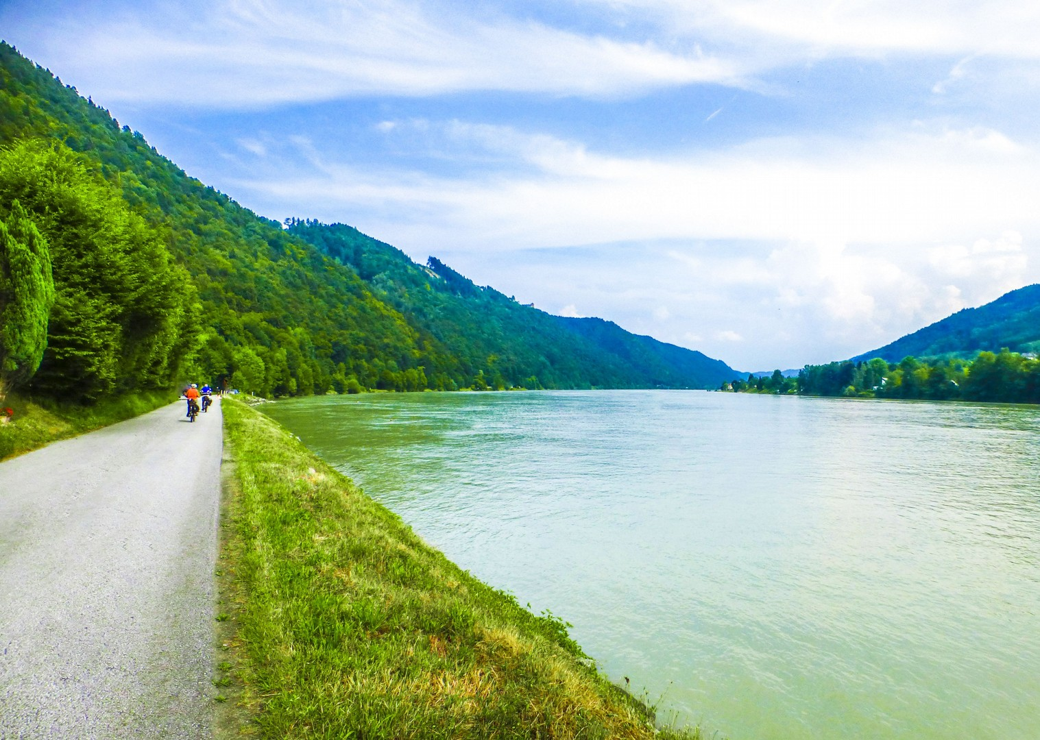 cycle-the-danube-beautidul-scenery-river-germany-austria.jpg - Germany and Austria - The Danube Cycle Path - Supported Leisure Cycling Holiday - Leisure Cycling