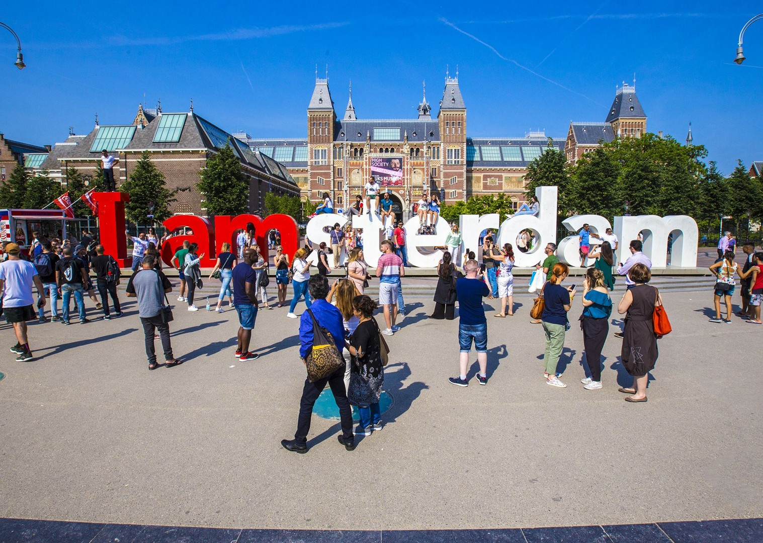 experience-amsterdam-culture-landmarks-bike-and-boat-skedaddle.jpg - Holland and Belgium - Amsterdam to Bruges - Premium Bike and Barge Holiday - Leisure Cycling