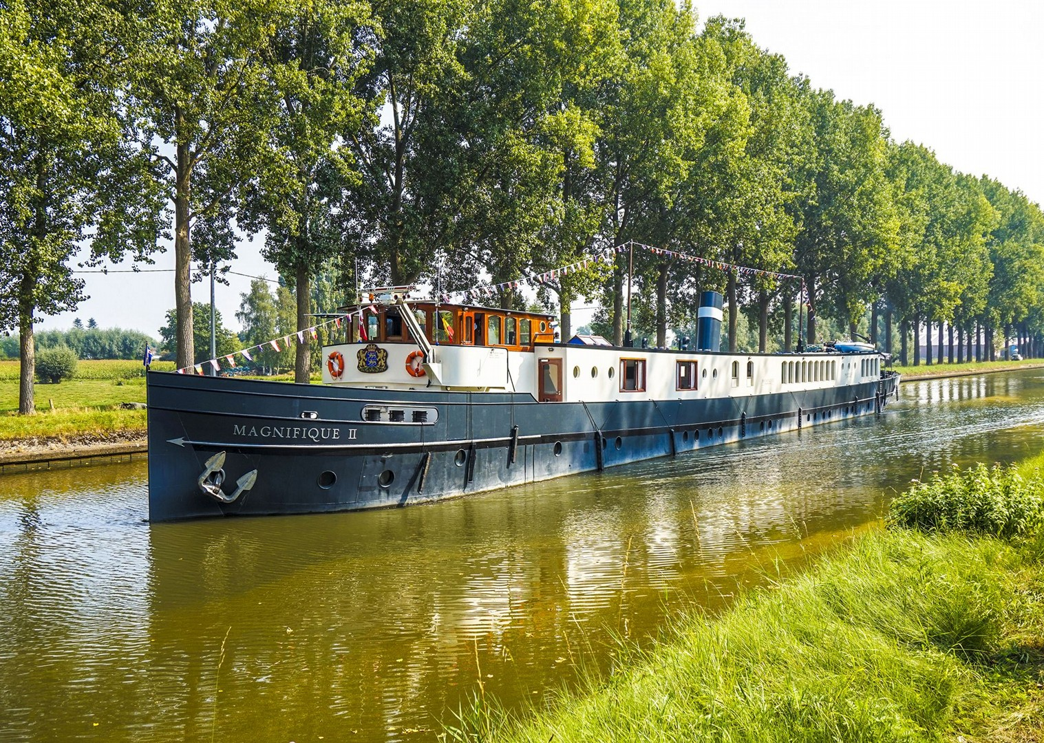 comfortable-luxury-boat-accommodation-cycling-tour-saddle-skedaddle.jpg - Holland and Belgium - Amsterdam to Bruges - Premium Bike and Barge Holiday - Leisure Cycling