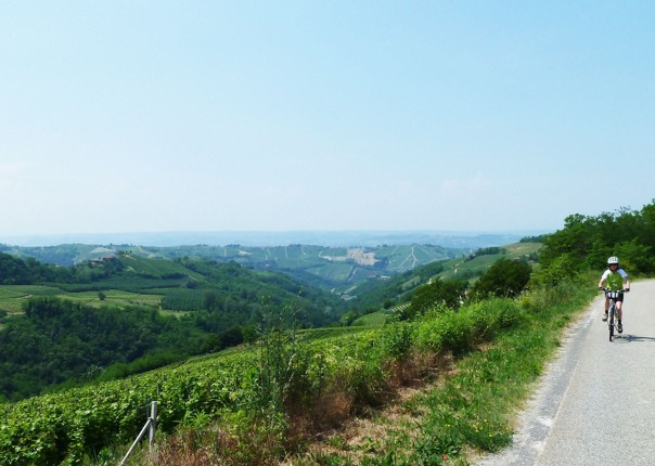 leisure-cycling-holiday-italy-piemontes-vineyards-and-views.jpg - Italy - Piemonte's Vineyards and Views - Self-Guided Leisure Cycling Holiday - Leisure Cycling