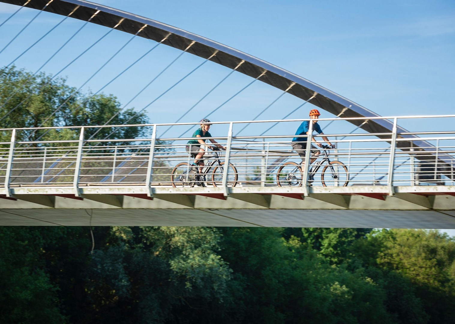 cycle-paths-of-yorkshire-bridges-leisure-bike.jpg - UK - Way of the Roses 5 Days Cycling - Self-Guided Leisure Cycling Holiday - Leisure Cycling
