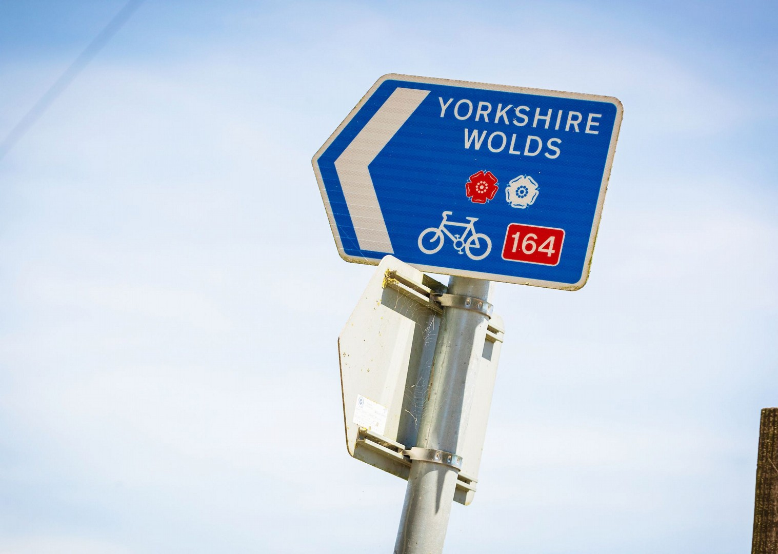 cycling-yorkshire-well-signposted-historical-villages-cycle-tracks.jpg - NEW! UK - Yorkshire Wolds - Leisure Cycling