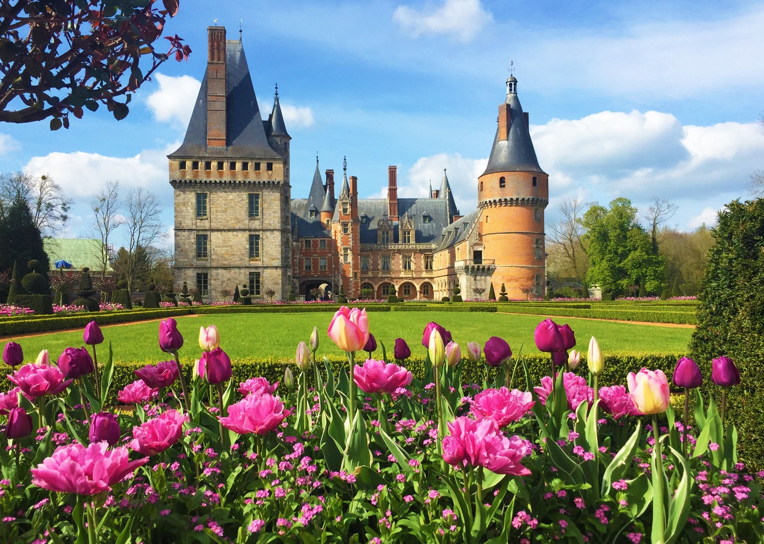 french-chateaux-france-versailles-holiday-cycle.jpg - NEW! France - Versailles to Mont Saint Michel - Self-Guided Leisure Cycling Holiday - Leisure Cycling