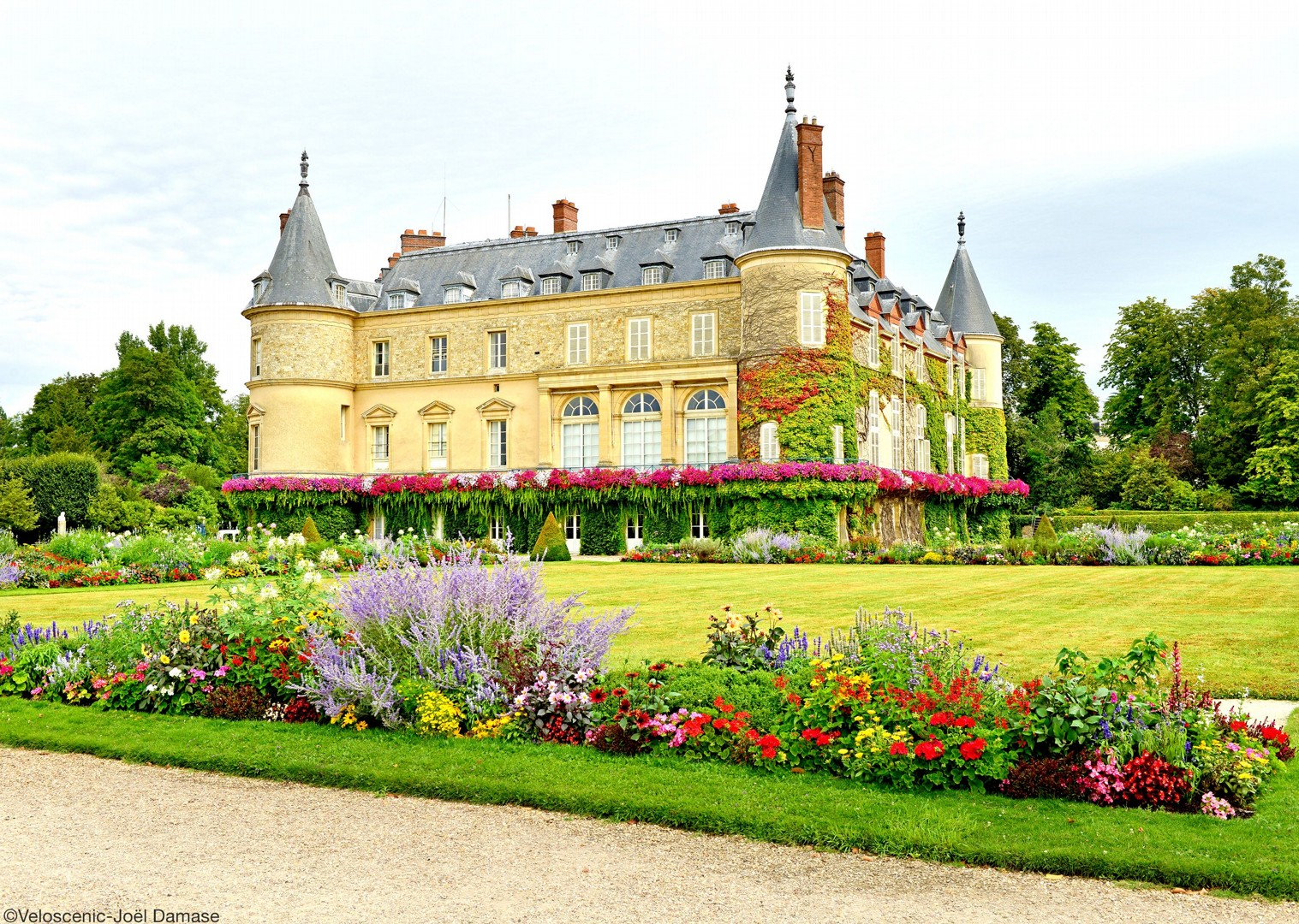 chateau-rambouillet-france-versailles-holiday-cycling.jpg - NEW! France - Versailles to Mont Saint Michel - Self-Guided Leisure Cycling Holiday - Leisure Cycling