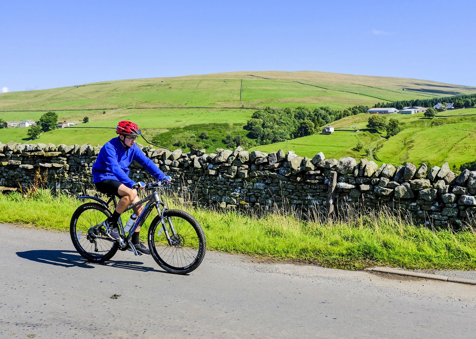 traditional-british-fields-meet-friends-group-trip-cycling-holiday.jpg - UK - C2C - Coast to Coast - Supported Leisure Cycling Holiday - Family Cycling