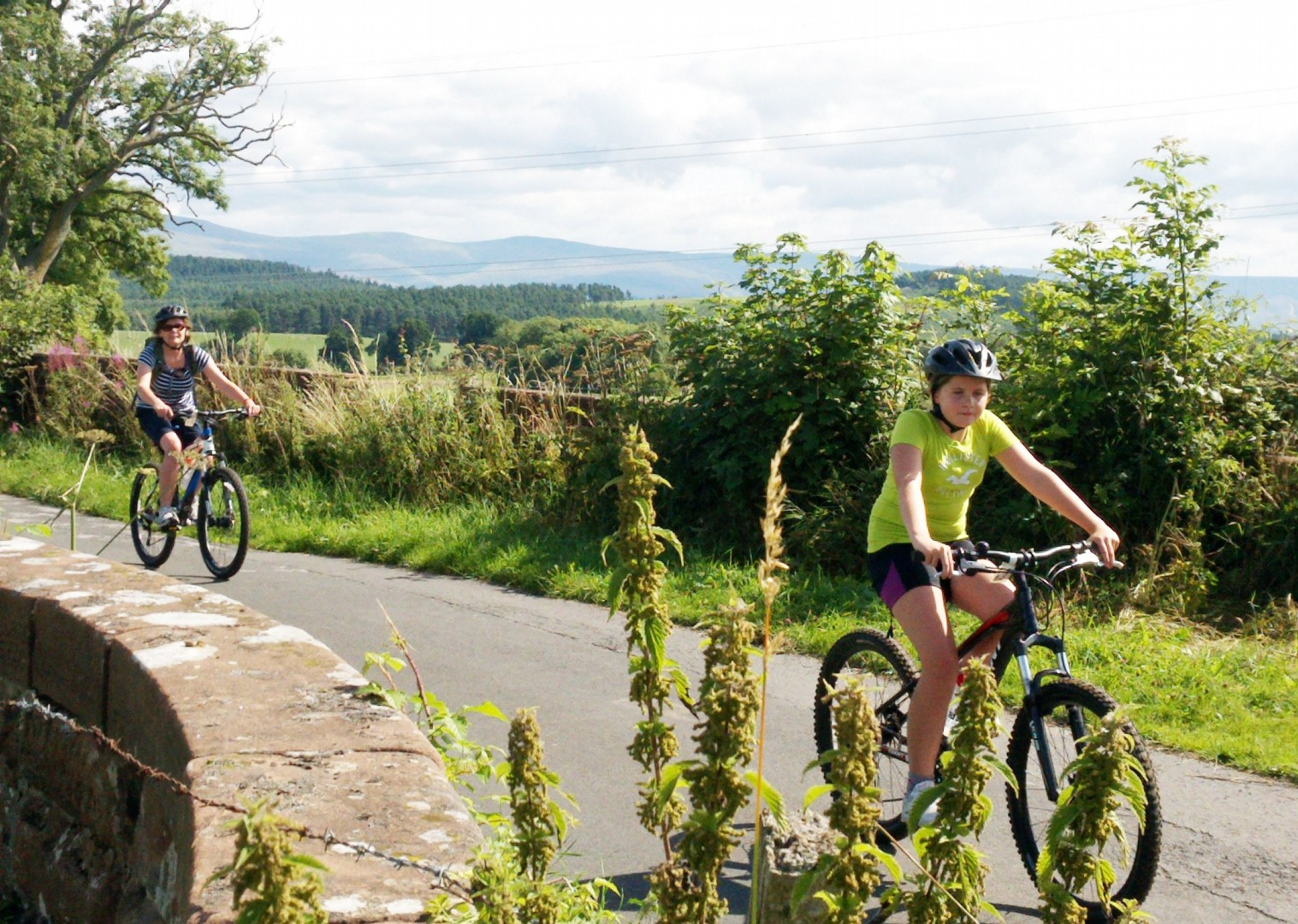 lake-district-cycling-family.jpg - UK - Lake District - Guided Family Bike Skills - Family Cycling