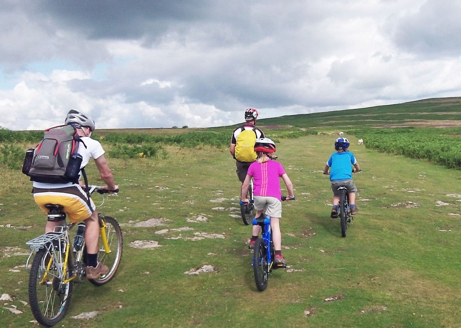 family-cycling-lake-district-guided.jpg - UK - Lake District - Guided Family Bike Skills - Family Cycling