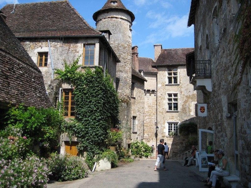 France - Dordogne Discoveries - Self-Guided Family Cycling Holiday - Family Cycling
