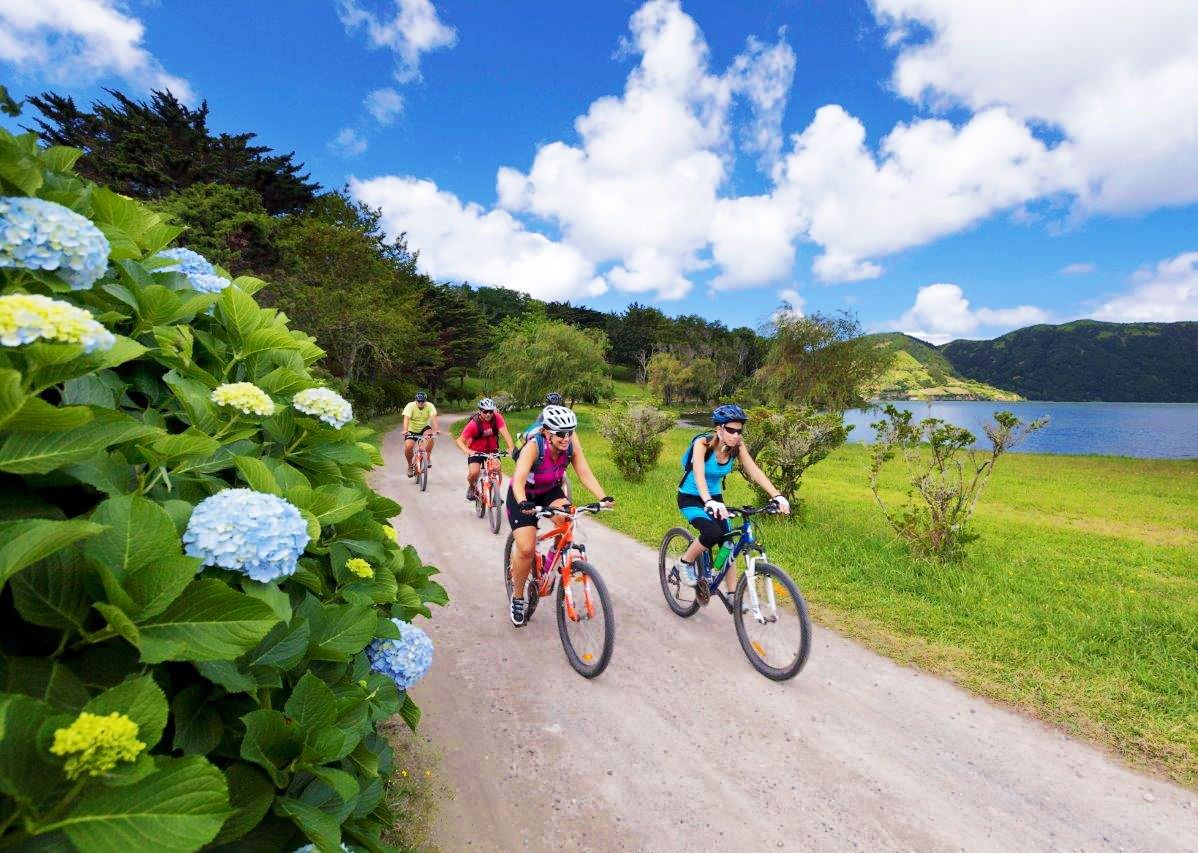 cidades-lake-flat-family-cycling-holiday.jpg - The Azores - Island Discoverer - Family Cycling