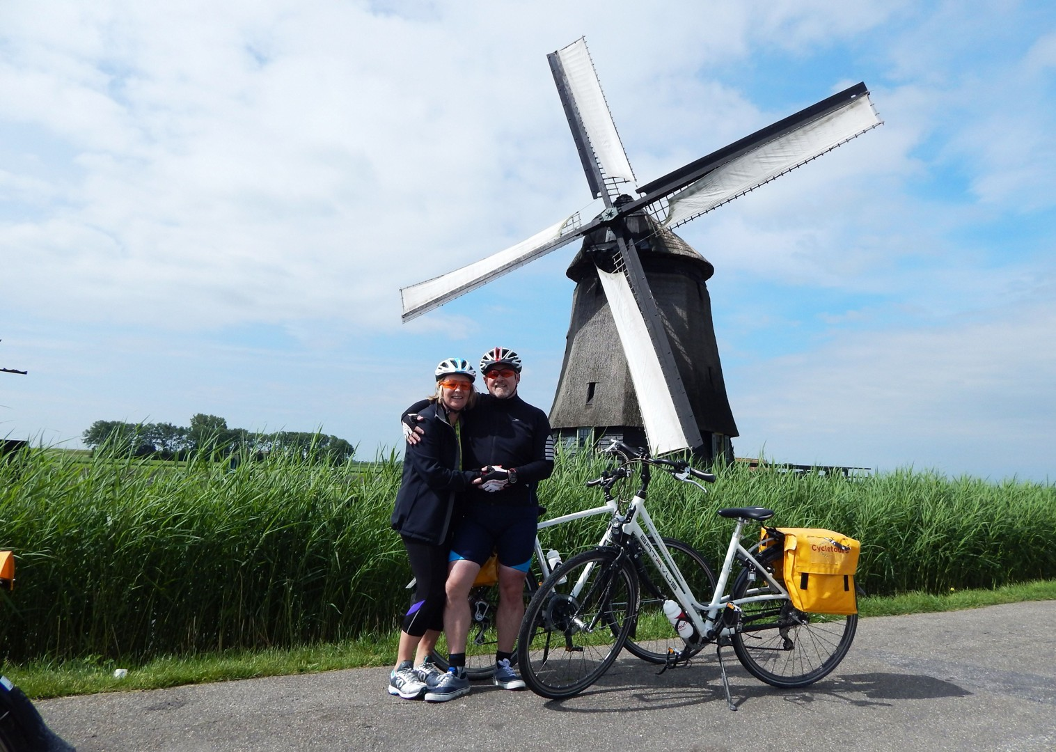 bike-and-barge-holiday-in-holland.jpg - Holland - Windmills and Golden Beaches - Bike and Barge Holiday - Family Cycling