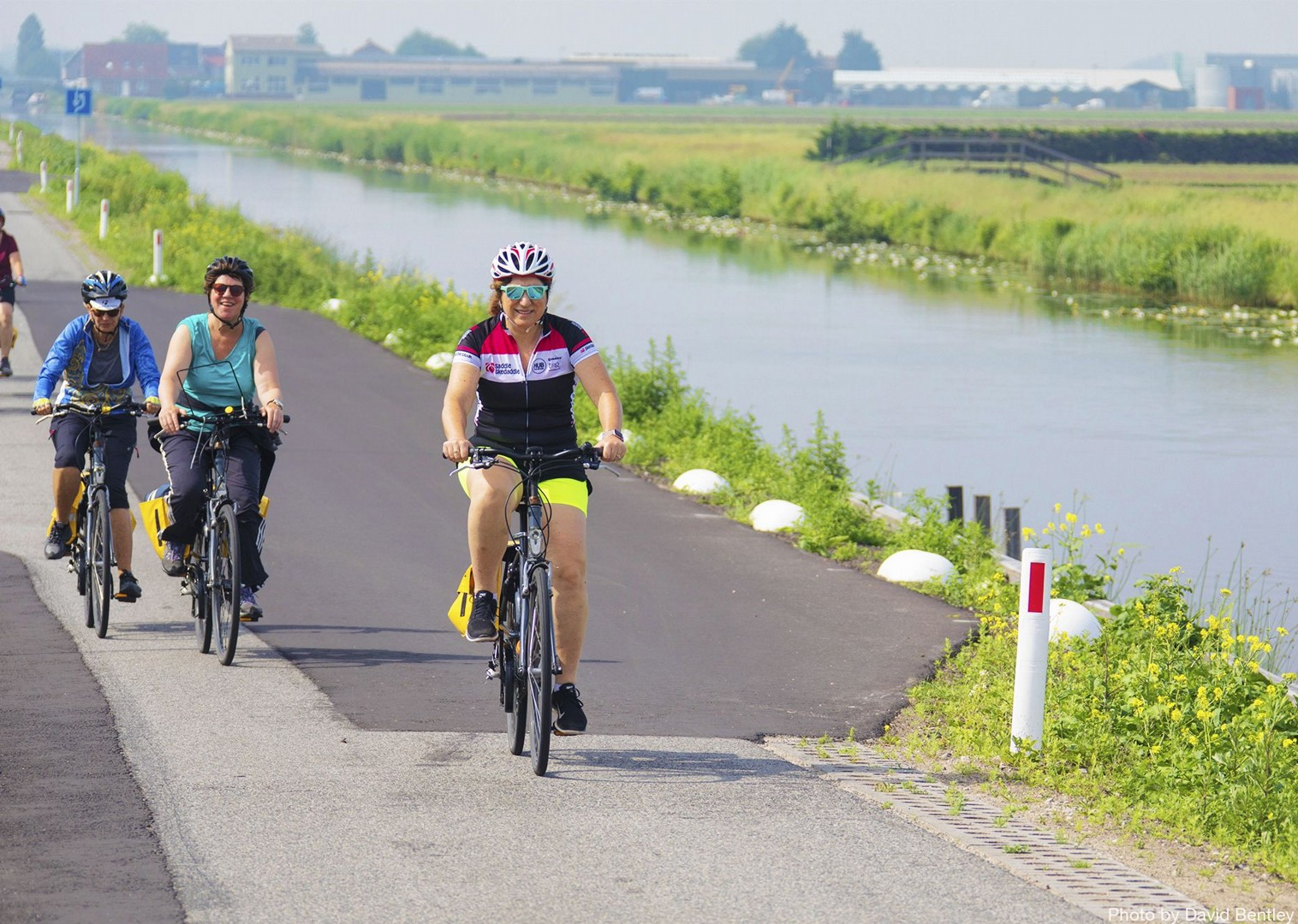 gentle-traffic-free-cycle-paths-for-all-abilities.jpg - Holland - Windmills and Golden Beaches - Bike and Barge Holiday - Family Cycling