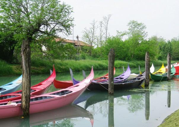 Family-Cycling-Holiday-Lake-Garda-Venice-Italy-gondola-Venice-canal.jpg - Italy - Lake Garda to Venice - Self-Guided Family Cycling Holiday - Family Cycling