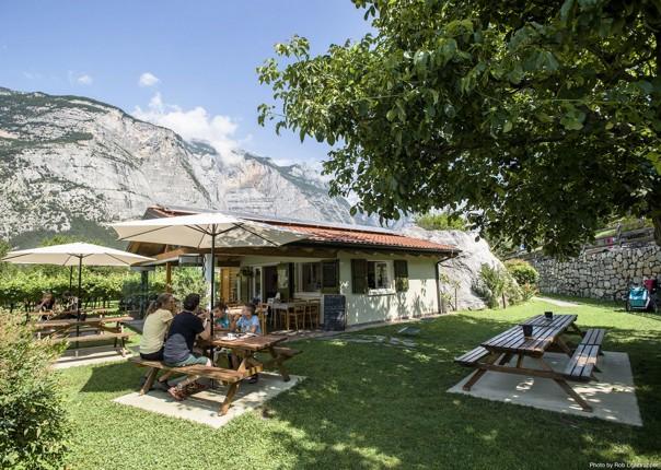 picnic-italy-lake-garda-family-cycling-holiday.jpg - Italy - Lake Garda Explorer - Self-Guided Family Cycling Holiday - Family Cycling