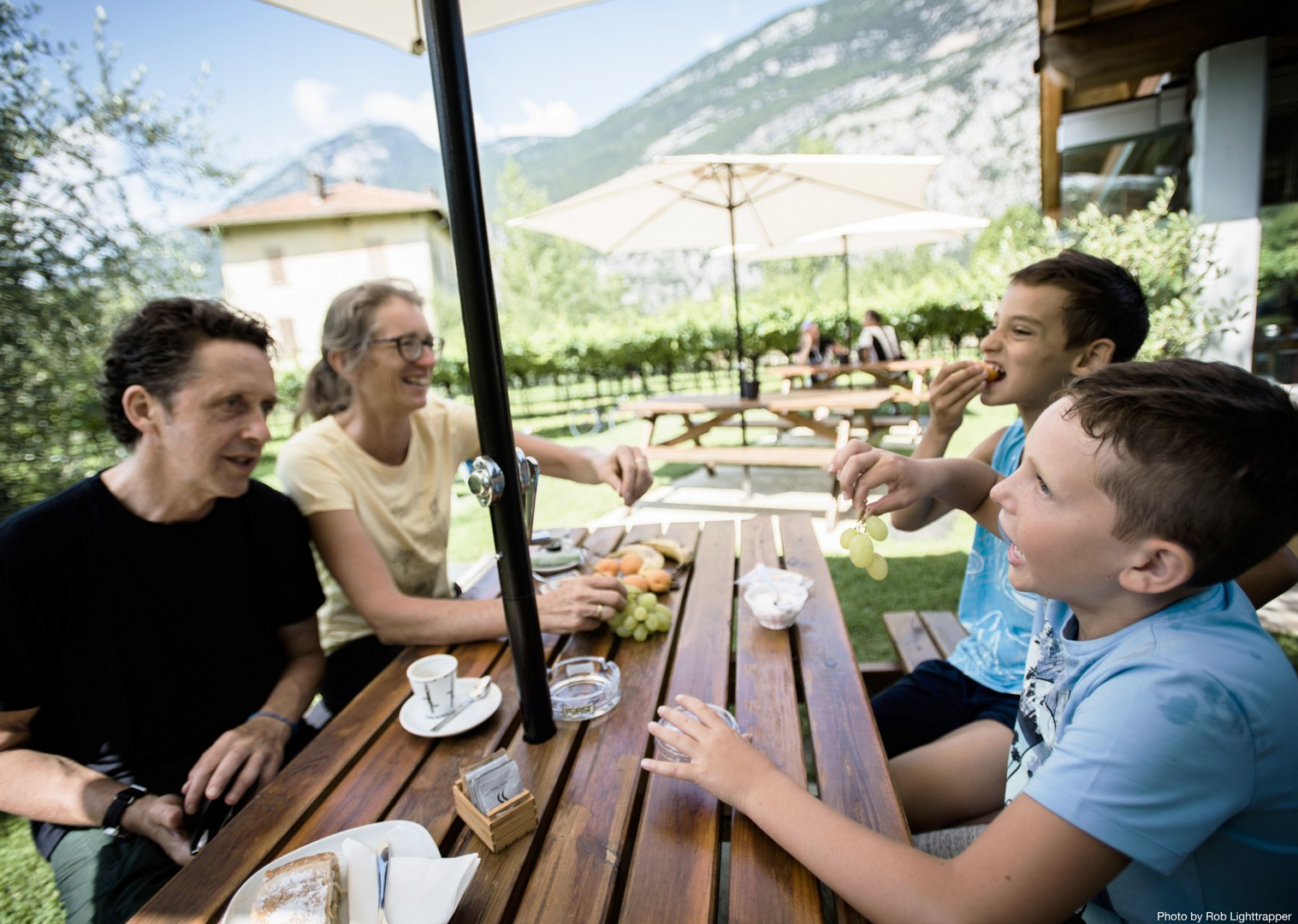 picnic-italy-lake-garda-family.jpg - Italy - Lake Garda Explorer - Self-Guided Family Cycling Holiday - Family Cycling