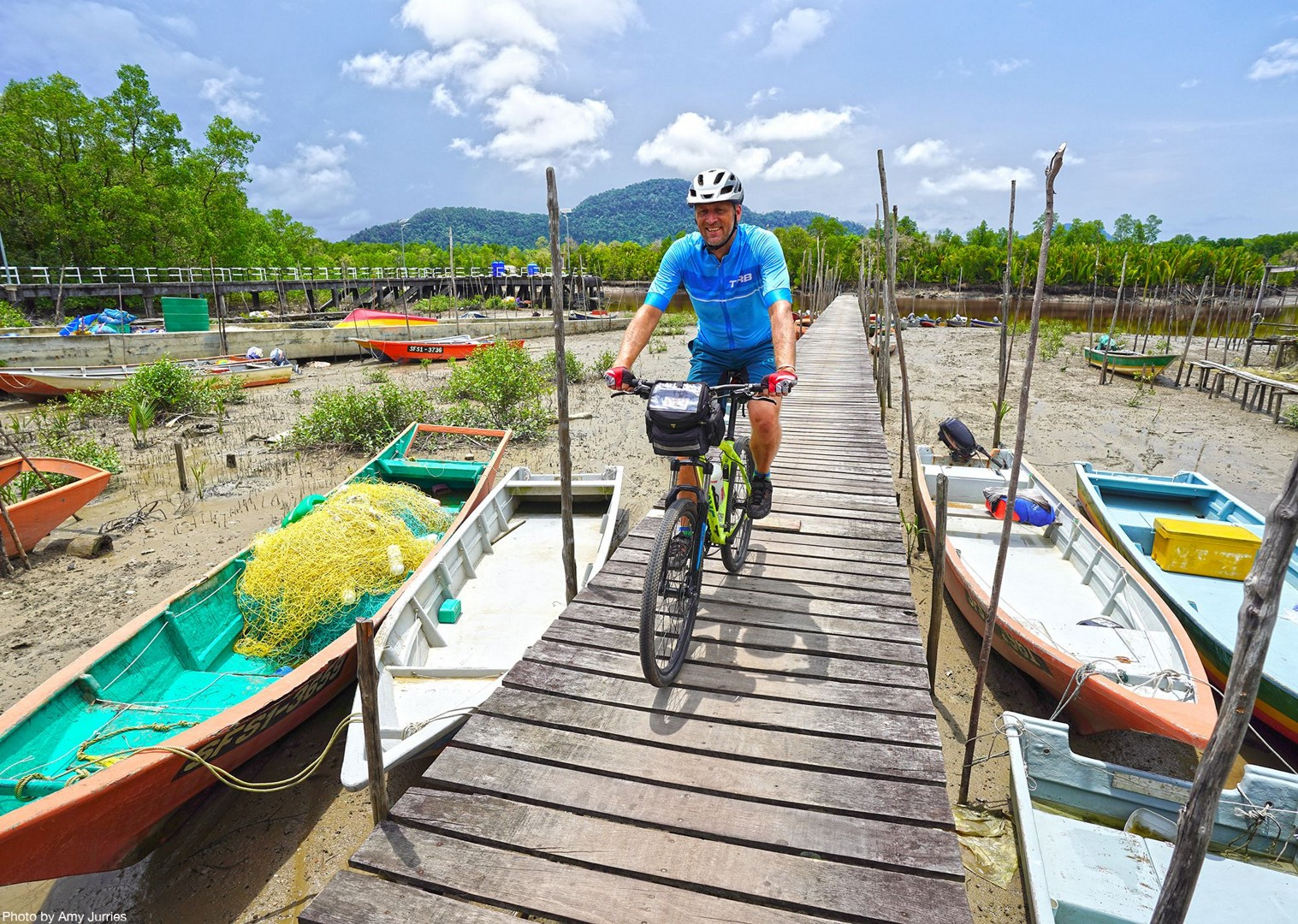 andrewboats.jpg - Borneo - Sarawak Jungle Adventures - Family Cycling
