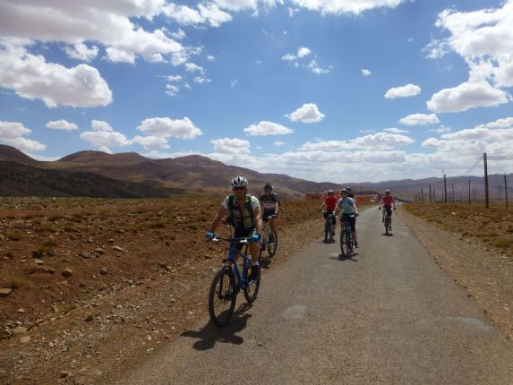morocco desert discoverer25.jpg - Morocco - Atlas to Desert - Mountain Biking