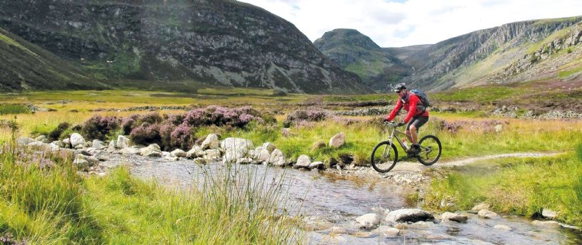 Discover the most beautiful parts of Scotland on a Skedaddle mountain biking holiday. Our 2017 dates and prices are now online and ready for more Skedaddlers to take to the trails!