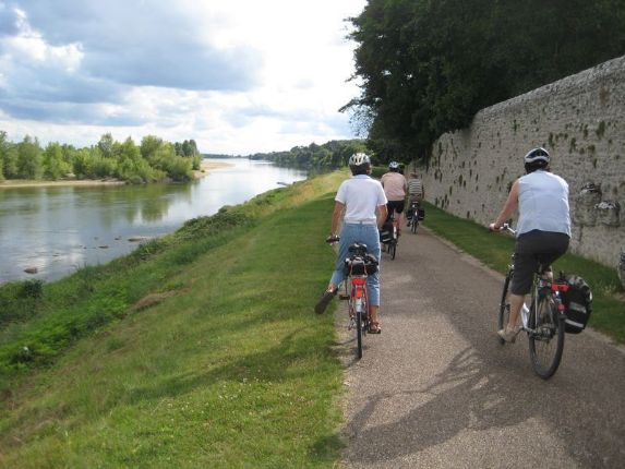 Loire 1.jpg - France - Chateaux of the Loire - Guided Cycling Holiday - Leisure Cycling