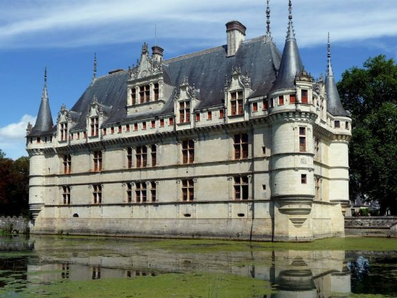 Azay Le Rideau.jpg - France - Chateaux of the Loire - Guided Cycling Holiday - Leisure Cycling