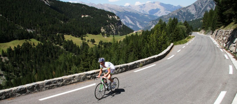 Looking for a must-do climb in 2017? Look no further. Our French holiday in the Alps is the ultimate bucket list journey experience for keen roadies aspiring to tackle a few iconic peaks! Time to claim your official king or queen of the mountains status...