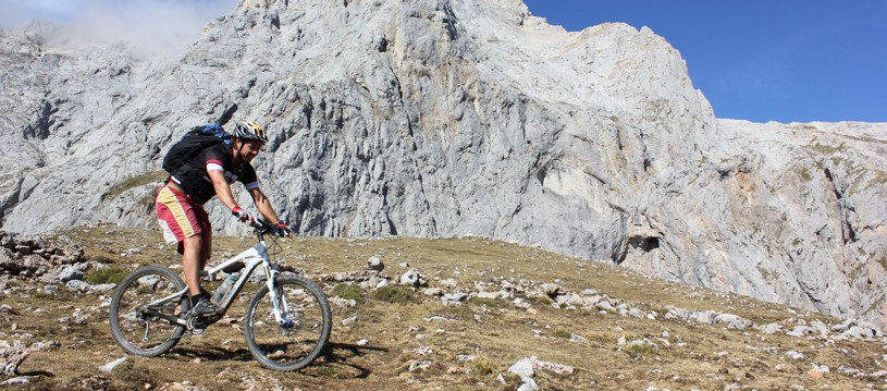 Discover the best biking trails in Spain with us! Our epic journeys allow you to head up high or soak up the best of the coast. A sublime biking destination with great trails to keep you beaming from ear-to-ear.