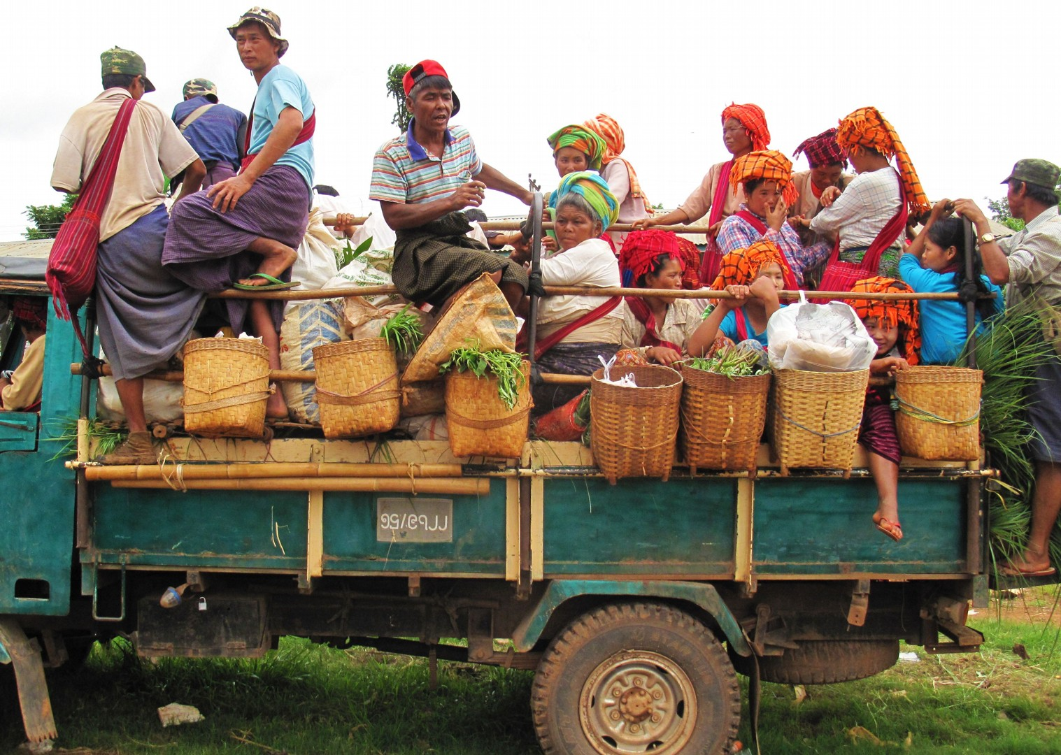 authentic-culture-burma-group-cycling-trip.jpg - Myanmar (Burma) - Bagan and Beyond - Cycling Adventures