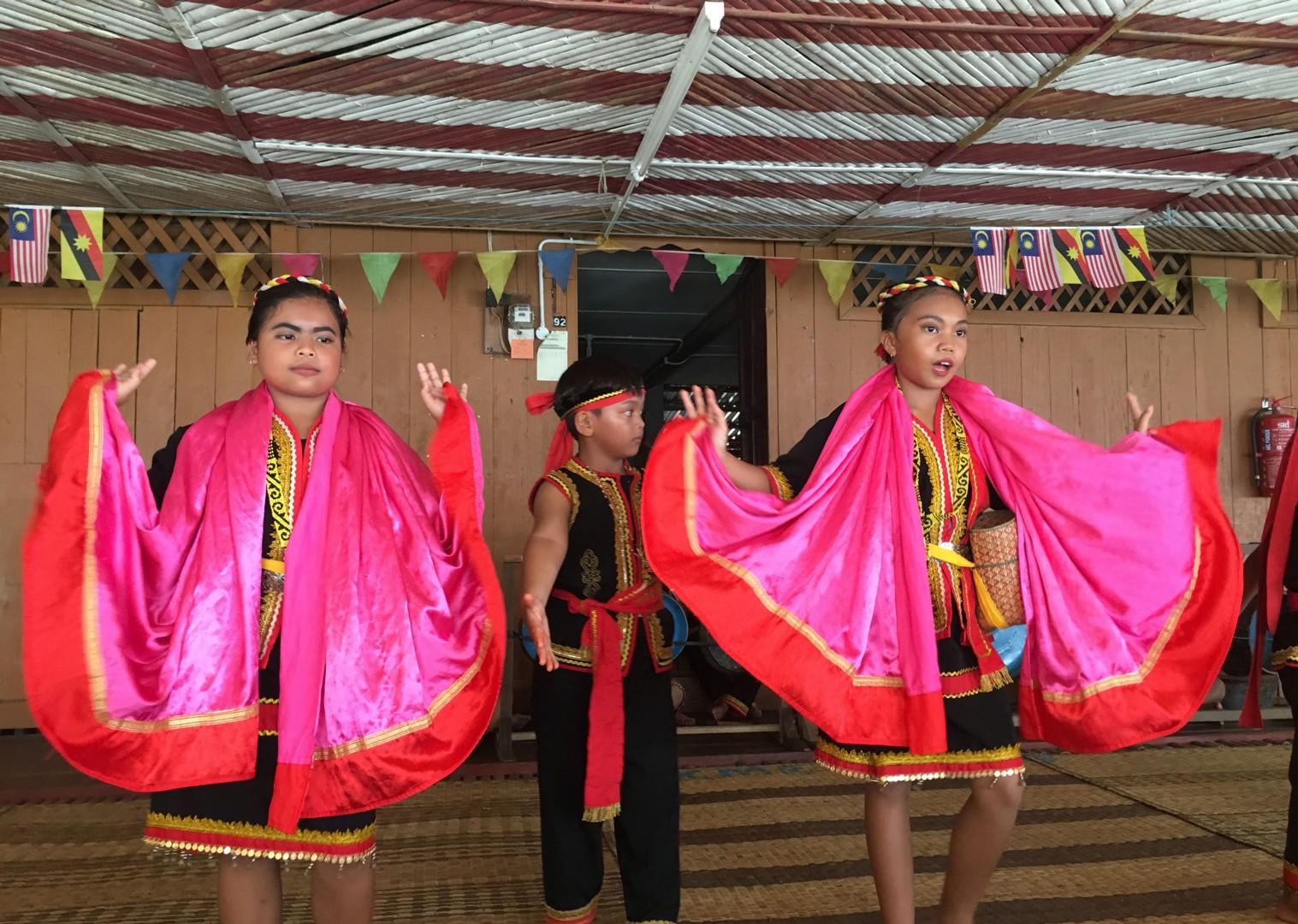 indonesia-dance-borneo-cultural-adventure-holiday.jpg - NEW! Borneo - Secret Sarawak - Cycling Adventures