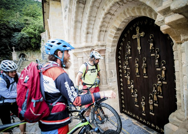 bike-pilgrims-trail-to-santiago-de-compostela-in-galicia.jpg